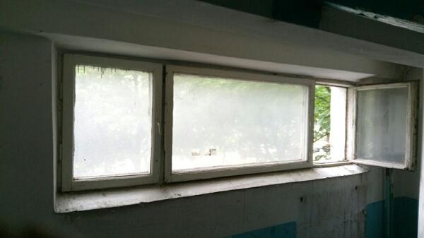Окна в подъезд